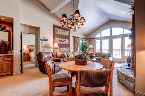 фото Seasons Lodge at Arrowhead 415031006