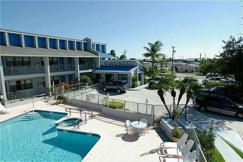 фото Dockside Inn & Resort 415067939