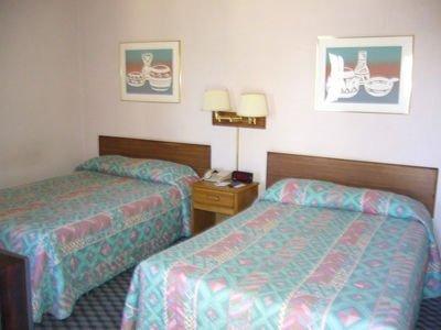 фото Americas Best Value Inn 415249450