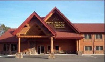 фото PINE PEAKS LODGE AND SUITES 415350986