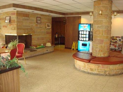 фото Econo Lodge Hotel 415359125