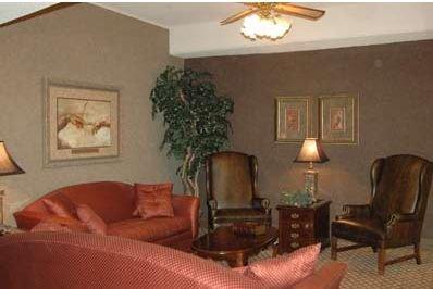 фото UNIV HOTEL AT  SAM HOUSTON STA 415373634