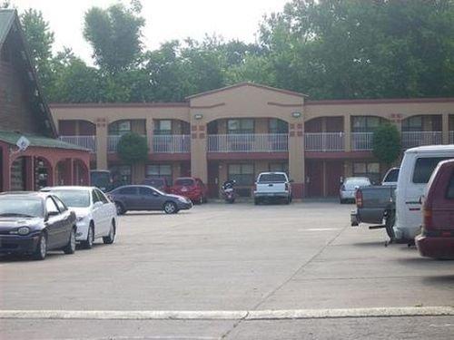 фото Tahlequah Motor Lodge 415459845