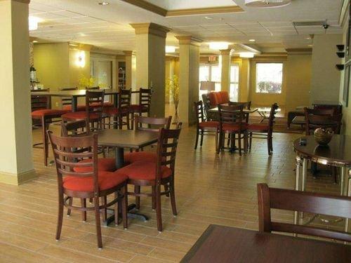 фото BW PLUS BRADENTON HOTEL SUITES 415657405