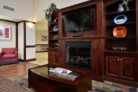 фото Hampton Inn & Suites Muncie 487550866