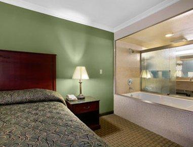 фото Howard Johnson Inn & Suites Reseda 487653867