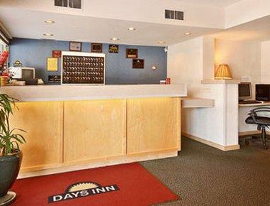 фото Days Inn Iowa City Coralville 487656644