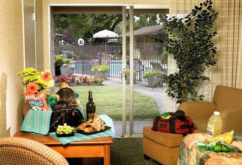 фото Best Western Garden Inn 487656827