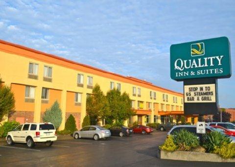 фото Quality Inn & Suites Riverfront Oswego 487668262