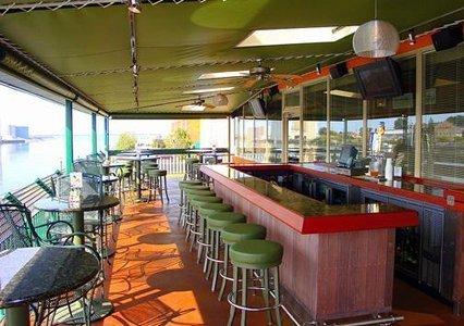 фото Quality Inn & Suites Riverfront Oswego 487668269