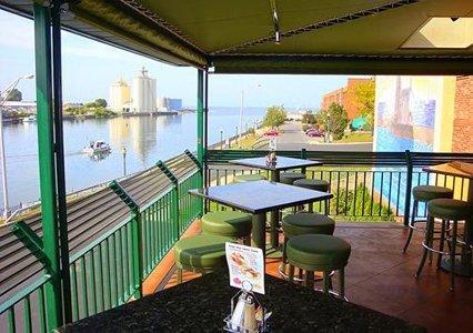 фото Quality Inn & Suites Riverfront Oswego 487668270
