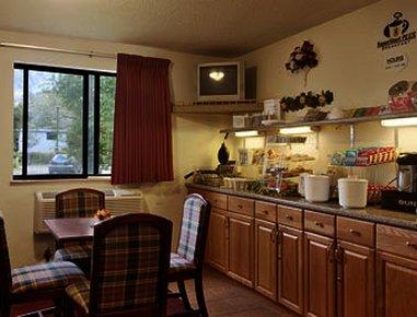 фото Super 8 Motel- Brattleboro 487675912