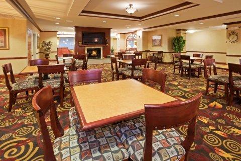 фото Holiday Inn Express Mitchell 487683272
