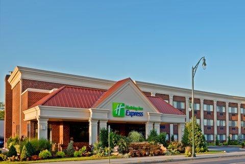 фото Holiday Inn Express Lynbrook-Rockville Centre 487684658