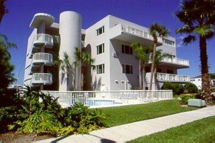 фото Chart House Suites and Marina 487686537