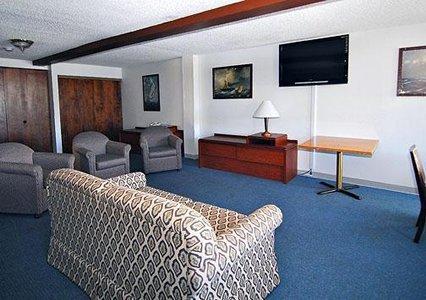 фото Econo Lodge Inn And Suites - Hoquiam 487689374