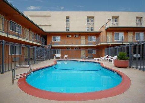 фото Rodeway Inn & Suites Anaheim 487692142