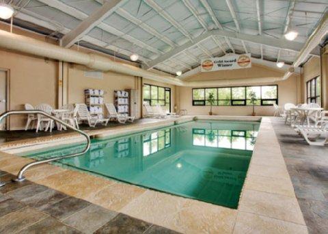 фото Econo Lodge Inn & Suites Bangor 487695369