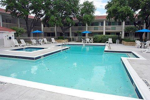 фото Motel 6 Dallas - Addison 487696542