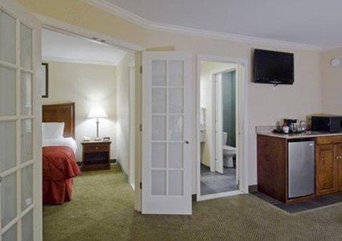 фото Clarion Inn & Suites Lake George 487699951