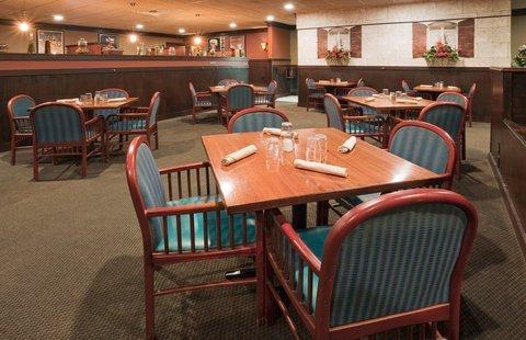фото Holiday Inn Willmar Conference Center 487707851
