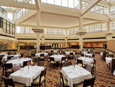 фото Wyndham Hotel Lisle 487708729
