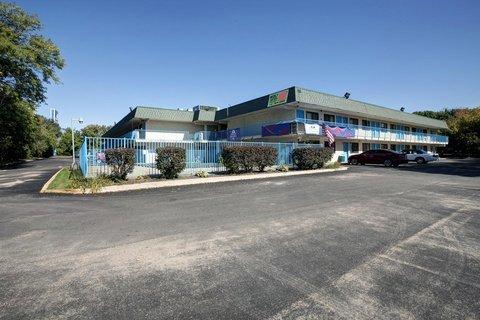 фото Americas Best Value Inn & Suites Grand Rapids 487709681