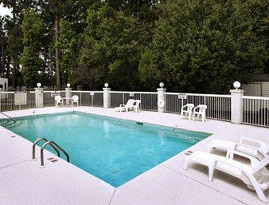 фото Travelodge Suites Savannah Pooler 487712246