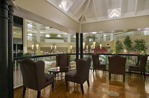 фото Hilton Suites Brentwood 487716213