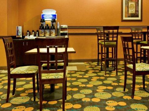 фото Holiday Inn Express Hotel & Suites Shamrock North 487726171