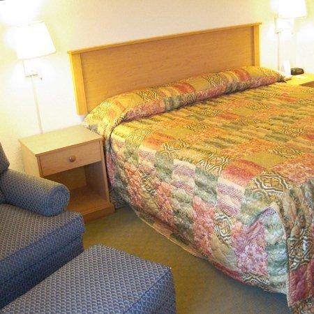 фото HomeTown Inn & Suite 487728409