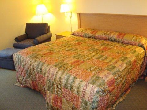 фото HomeTown Inn & Suite 487728410