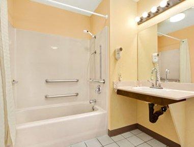 фото Baymont Inn & Suites - Orangeburg 487728540