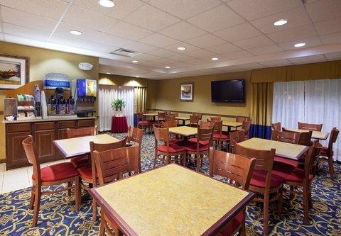 фото Holiday Inn Express Hotel & Suites Sunbury-Columbus Area 487731544