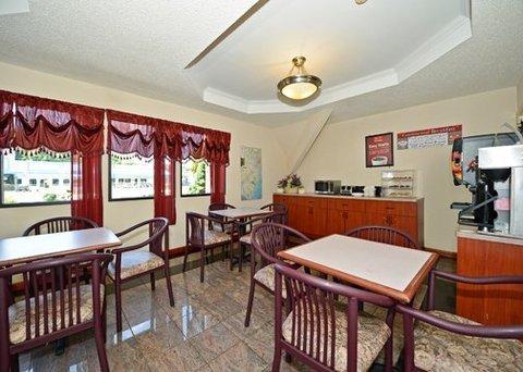 фото Econo Lodge Inn And Suites 487736410