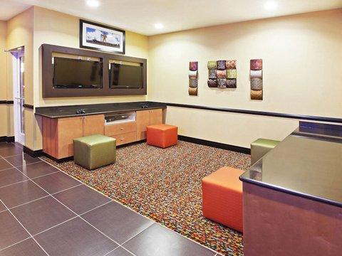 фото La Quinta Inn & Suites Tulsa - Catoosa 487741165