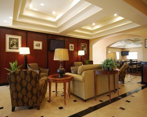 фото Comfort Suites Grand Prairie 487742080