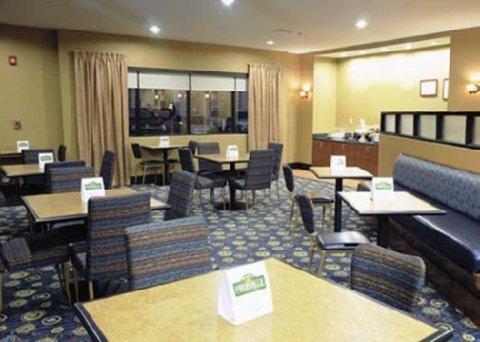 фото Comfort Suites Macon 487743896