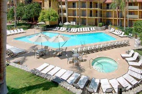 фото Embassy Suites Palm Desert Resort 487748782