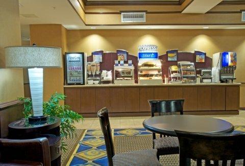 фото Holiday Inn Express Hotel & Suites Houston Energy Corridor - West Oaks 487762141