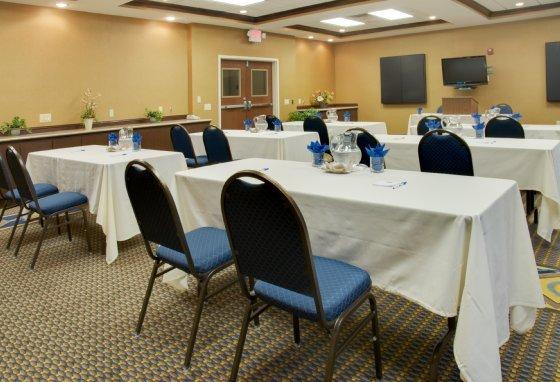 фото Holiday Inn Express Hotel & Suites Houston Energy Corridor - West Oaks 487762152