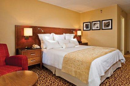 фото Hotel Fort Wayne 487764365
