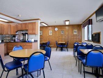 фото Americas Inn and Suites - Auburn 487767729