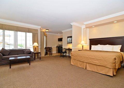 фото Comfort Inn & Suites of Plattsburgh Hotel 487768779