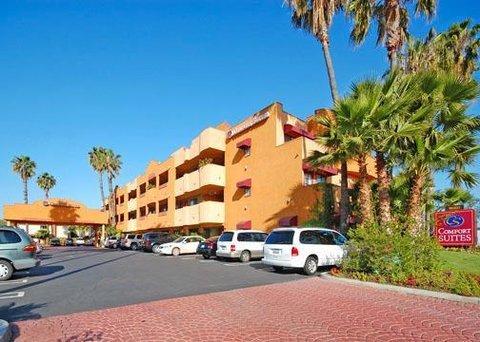 фото Comfort Suites Huntington Beach 487770118