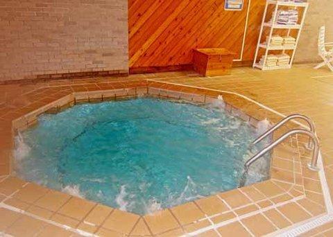 фото Econo Lodge Inn & Suites Munising Area 487773115