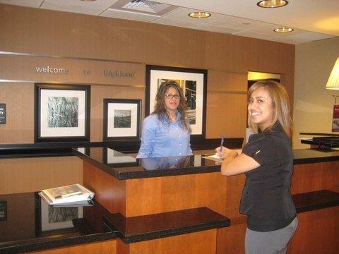 фото Hampton Inn & Suites Highland 487774138