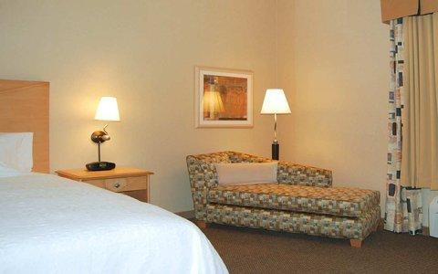 фото Hampton Inn & Suites Highland 487774150