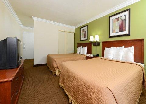 фото Rodeway Inn & Suites Canyon Lake 487779515