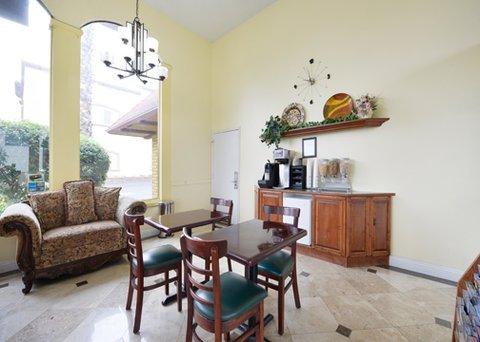 фото Rodeway Inn & Suites Canyon Lake 487779519